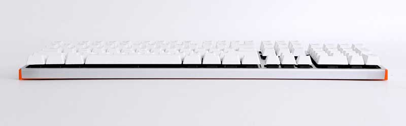 Metal surface cover, half suspension design, mechanical keyboard
